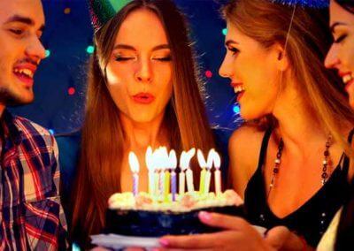 Geburtstags Kerzen ausblasen