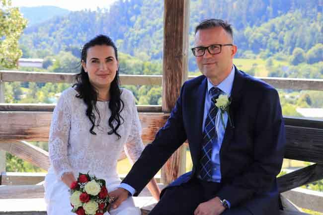 Hochzeitspaar Bernd und Julia mit Hochzeits DJ